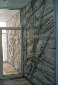 KŘÍŽEM KRÁŽEM (reliéf z pohledového betonu)